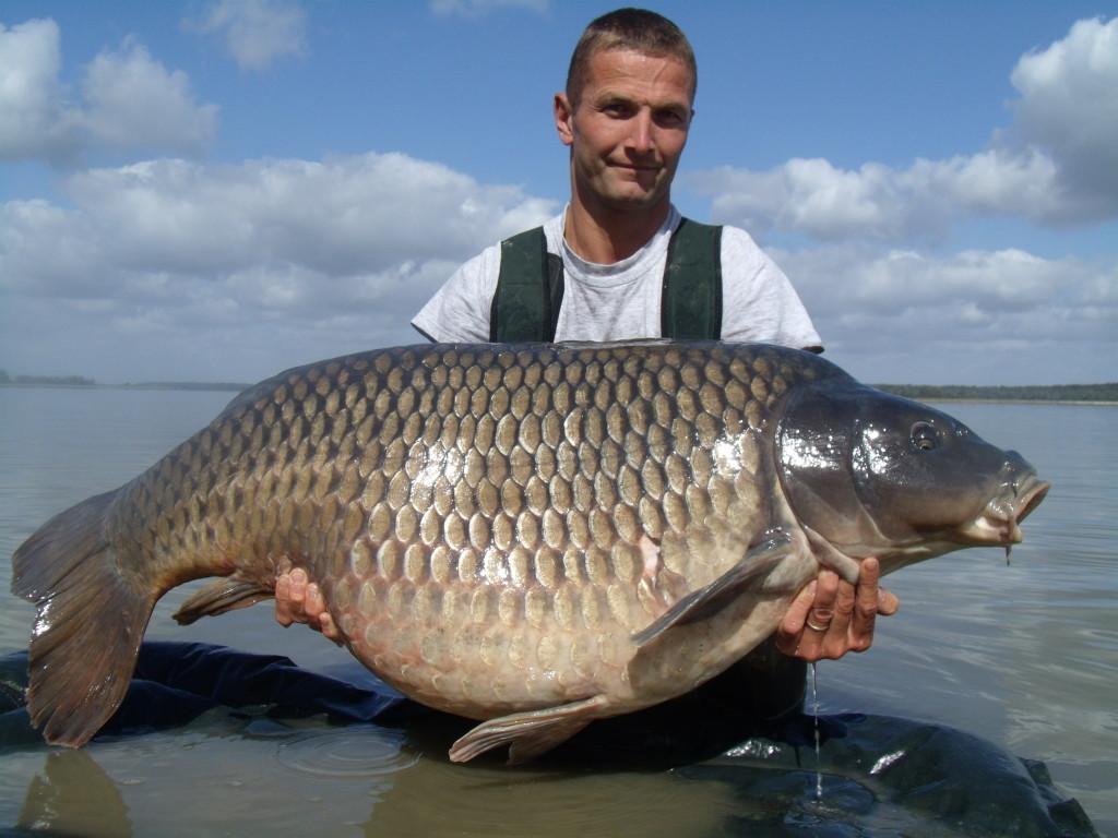 Známa ryba 34,8kg z Lac Du der chytená na Spicy Salmon