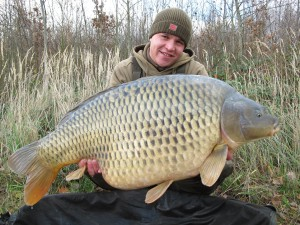 Jirko Majer z jedným zo svojich najväčších rýb  v životepráve na boilies 3XL